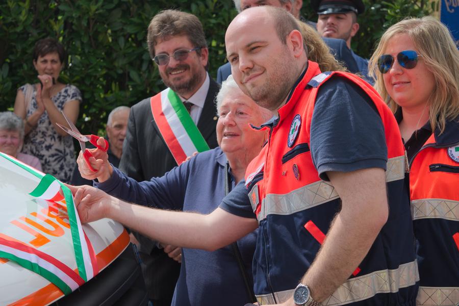 Inaugurazione Ufficio Frasi : Grande festa per l inaugurazione della nuova ambulanza e di tre
